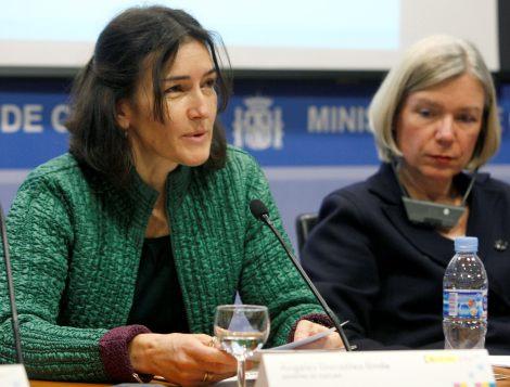La ministra de Cultura, Ángeles González-Sinde, junto a la presidenta de la European Digital Library, Elizabeth Niggemann. | Kote Rodrigo