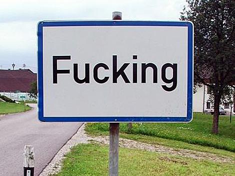 Cartel de entrada en el pueblo, el más robado de Austria. | ELMUNDO.es