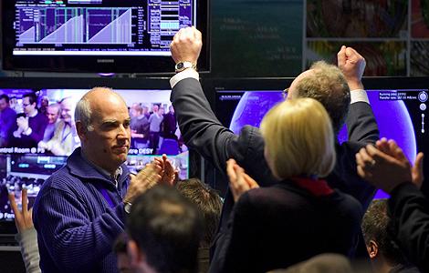 Los científicos del CERN celebran el éxito del experimento. | AFP
