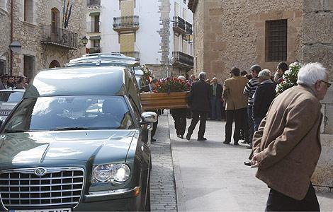 Los féretros entrando en la iglesia.   Juan Martí