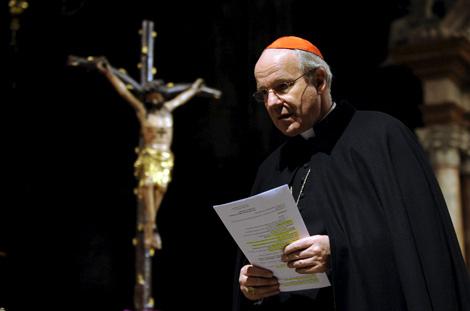 El cardenal Christoph Schönborn se dirige a los fieles. | Efe