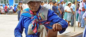Un indígena ejerce su derecho. | VEA MÁS FOTOS