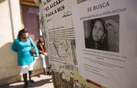 Cartel que denunciaba la desaparición de Cristina.   Roberto Cárdenas