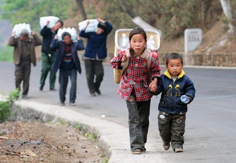 Unos niños trabajan en China   AFP