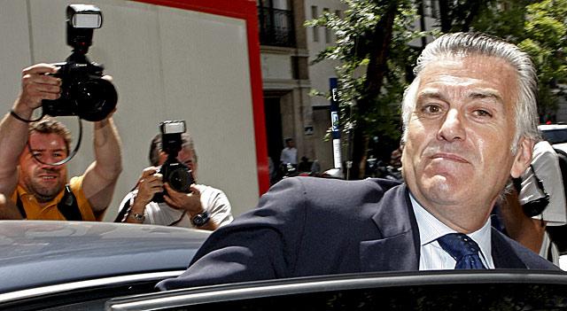 Luis Bárcenas, el pasado 22 de julio de 2009, tras declarar en el Tribunal Supremo por el 'caso Gürtel'. | Ángel Díaz