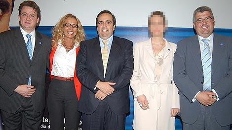 De izda. a dcha, Peñas, Mari Carmen Rodríguez (mujer de Correa), Ortega y Moreno.
