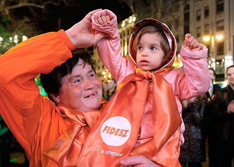 El éxito del Fidesz se celebró en las calles de Budapest. | Reuters