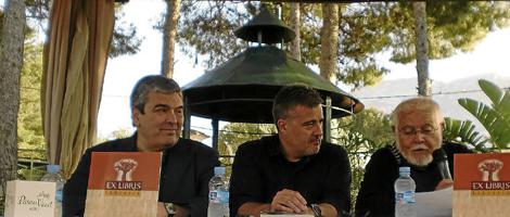 Joan Cantarero, entre Esteban Ibarra y Vicent Balaguer, en la presentación. | E. M.