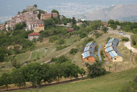 Así quedarán las primeras viviendas que los vecinos reconstruyen con ayuda de dos arquitectos. | Fotos: http://eva.pescomaggiore.org