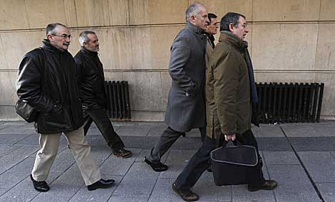 Otamendi, Uria, Auzmendi, Oleaga y Torrealday, antes de declarar el pasado enero. | B. Díaz.