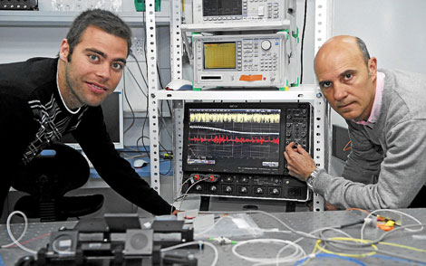Miquel Cornelles y Claudio Mirasso, investigador y coordinador del proyecto PHOCUS. | Cati Cladera