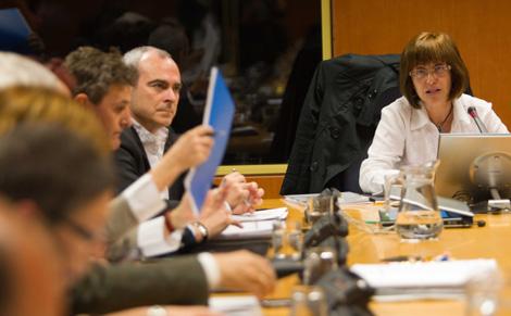 Urgell y el viceconsejero Rivera en el Parlamento Vasco.   Mitxi