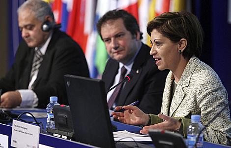 La ministra de Medio Ambiente, Elena Espinosa (d), el alcalde de Barcelona, Jordi Hereu (c) y el ministro egipcio Hussein El Afty (i). | Efe