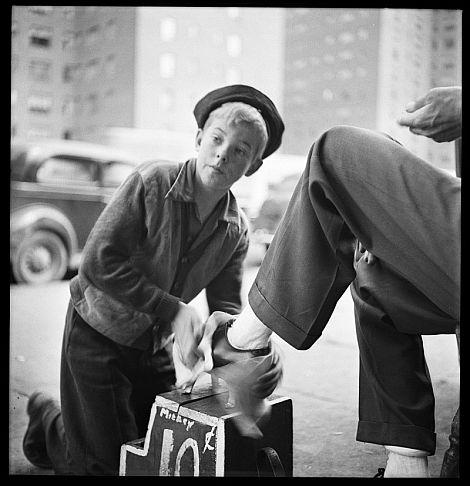 'A tale of a shoe-shine boy' (1947), retrato de un limpiabotas en Nueva York. | Efe