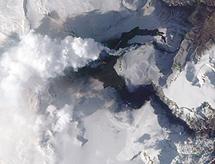 Imagen aérea del volcán. | Reuters
