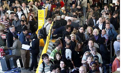 Las colas en los aeropuertos (en la imagen, en del Fráncfort) van en aumento. | Ap