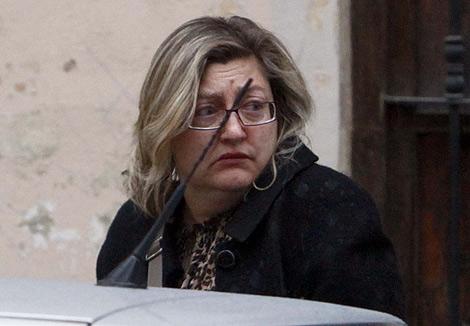 La interventora a la salida de su despacho, donde se había encerrado   Vicent Bosch