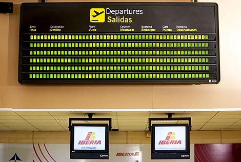 Vuelos cancelados en el aeropuerto de Pamplona. | Efe