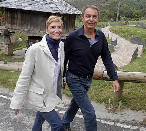 Espinosa y Zapatero durante unas vacaciones en Asturias | Efe