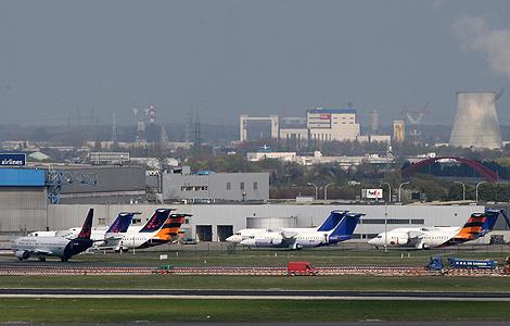 Varios aviones, en el aeropuerto de Bruselas.   Ap