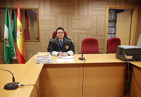 El juez Serrano en la sala de vistas de su juzgado. | Fernando Ruso