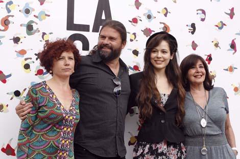 Elorriaga con las actrices de 'Rabia'. | Jesús Domínguez