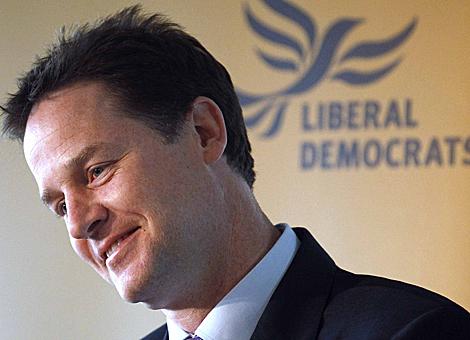 El candidato Nick Clegg, en un mitin en un hotel en Cardiff, la semana pasada. | Reuters