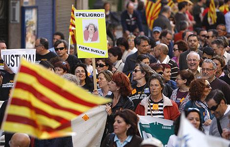 Los manifestantes recorren las calles de Valencia | Benito Pajares