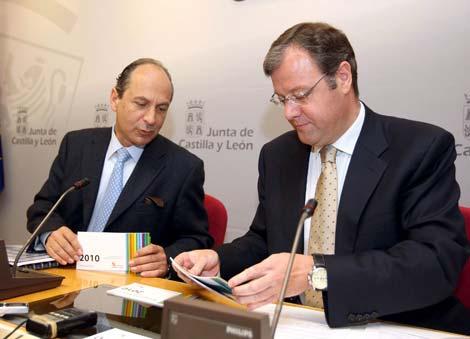 Antonio Silván, y el director general de la Vivienda, Gerardo Arias. | Ical