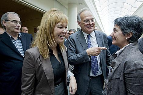 Pajín con los senadores Bofill (ERC), Leanizbarrutia (PNV) y Roig (CiU). | A. Di Lolli