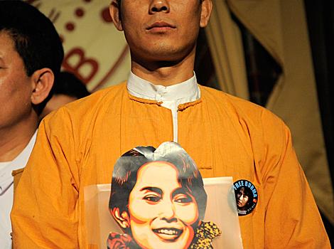 Un seguidor de Suu Kyi, en Nueva York. | Ap