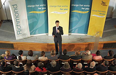 Nick Clegg da un discurso en una iglesia metodista de Richmond. | Ap