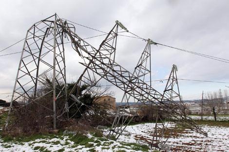 LA nevada provocó la caída de hasta 33 torres   E. Kelele