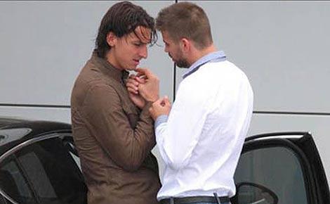 Zlatan Ibrahimovic y Gerard Piqué, durante la conversación que captó el fotógrafo aficionado.