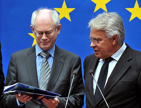 González y Van Rompuy, en la presentación del informe. | AFP
