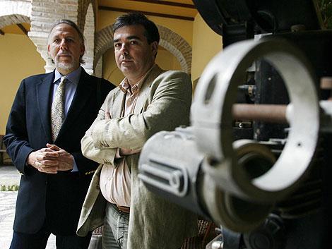 El productor y el director de 'Los sabios de Córdoba', presentando el documental. | M. Cubero