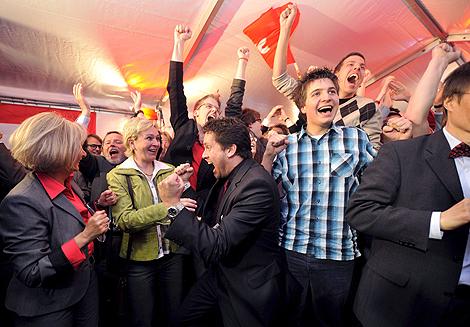 Seguidores del SPD celebran la victoria de su partido en Renania. | Efe