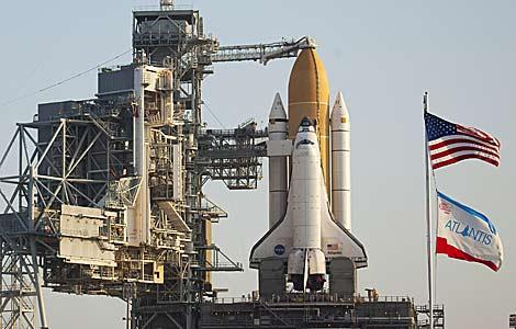 El transbordador Atlantis en el Centro Espacial Kennedy el pasado abril. | Matt Stroshane