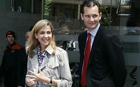 La infanta Cristina e Iñaki Urdangarín, tras visitar al Rey. | Reuters