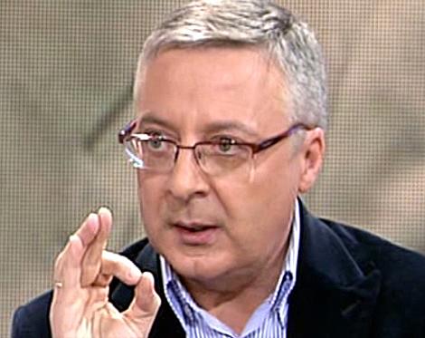 El ministro de Fomento, José Blanco, en un momento de su entrevista.   Telecinco