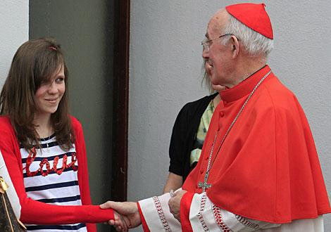 El cardenal Sean Brady se reúne con varias familias este martes. | AFP