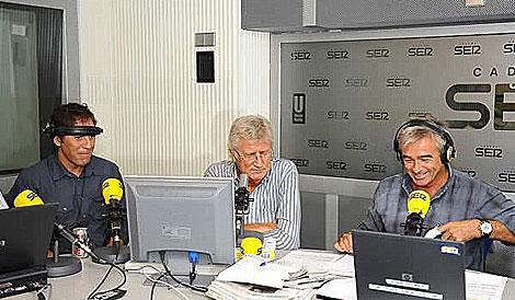 A la izquierda, el periodista Paco González en la cadena Ser. (Foto: Cadena Ser)
