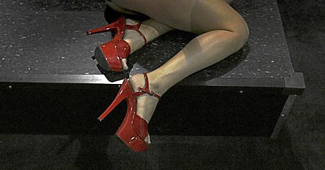 Las piernas de una actriz, en una feria del porno en Los Ángeles, en 2009. | Newscom