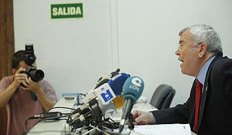 Pedro Castro, en la rueda de prensa tras la reunión de la FEMP: | Efe
