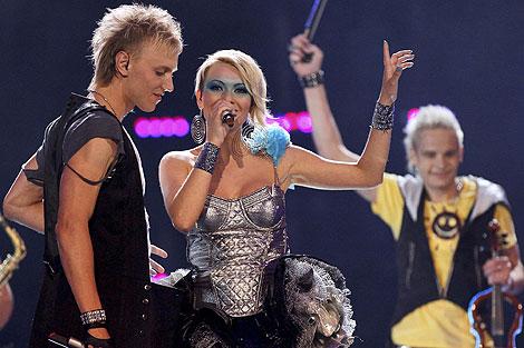 Sunstroke Project y Olia Tira de Moldavia interpretan la canción 'Run Away', | Efe