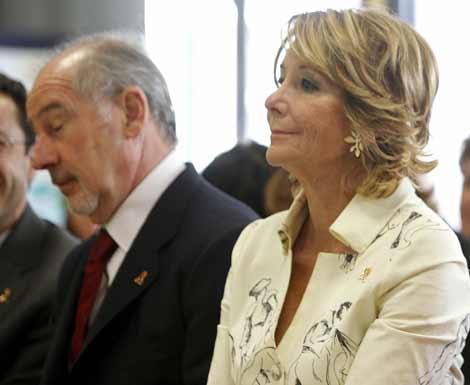 La presidenta regional, Esperanza Aguirre, junto a Rodrigo Rato en un acto de hoy. | Efe