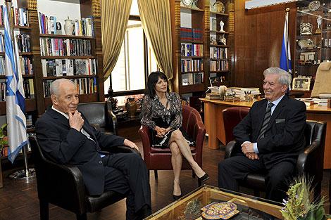 El presidente de Israel, Simon Peres, ha recibido al escritor peruano. | Efe