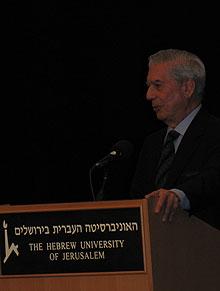 Vargas Llosa, en la conferencia. | S. Emergui