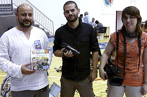 Los cooperantes españoles Manuel Tapial (izq.) y Laura Arau y el periodista David Segarra . | Efe