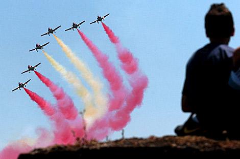 Exhibición de la Patrulla Águila el pasado sábado en Badajoz. | Efe